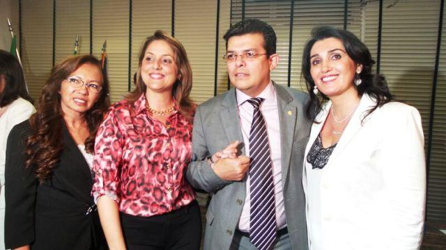 Prefeito Gilmar Olarte (PP) e primeira dama Andreia Olarte na posse da secretária de políticas públicas para mulheres Liz Derzi e da secretária adjunta Djanir Barbosa<br />Foto: Dany Nascimento