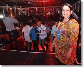 """Para Maria Viana, ficou claro que Delcidio será o """"Governador de Todos"""" diante da multidão que se aglomerou na convenção. Informações apontaram que em torno de cinco mil militantes participaram do ato.  """"Aqui hoje, além dos 40 municípios que foram r"""