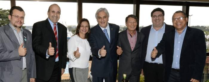 Senador Delcídio do Amaral recebe apoio de prefeitos do PMDB, PT do B, PPS e DEM, todos partidos que estão aliados a adversários de Delcídio