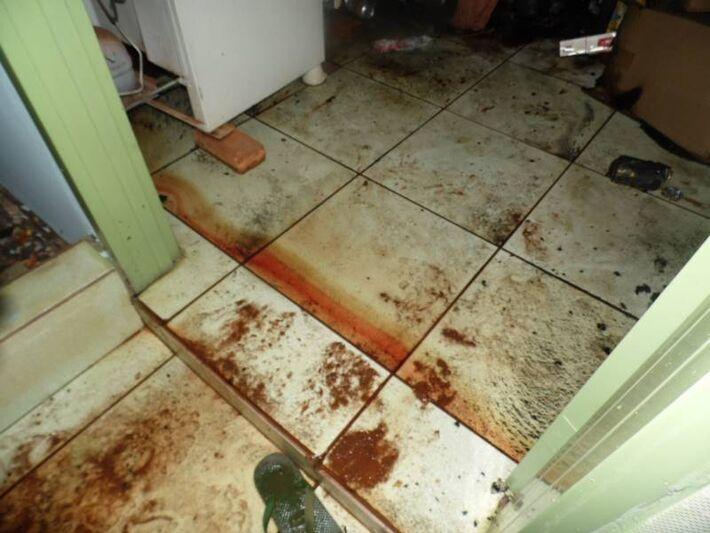 Vizinhos de Luis começaram a sentir um forte cheiro de gás e estranharam o fato da vítima ter fechado o comércio mais cedo e ter deixado mercadorias para fora, e ao chegar no local viram que estava tomado pelo fogo, tendo sido arrebentada a porta que