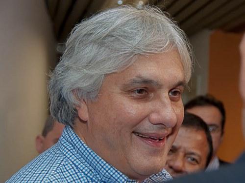 Senador Delcídio do Amaral (PT), torce para a seleção brasileira em Campo Grande<br />Foto: Divulgação