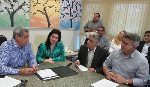 O evento foi realizado na governadoria, com a presença da vice governador Simone Tebet (PMDB) e outros parlamentares - Foto: Dany Nascimento