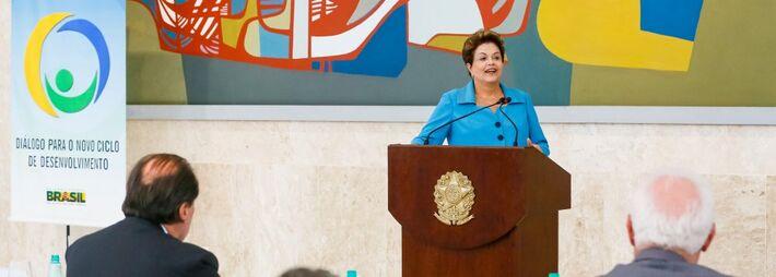</p> A presidenta Dilma Rousseff anunciou hoje (5) que a terceira etapa do Programa Minha Casa, Minha Vida tem como meta contratar 3 milhões de moradias. Dilma disse que espera ser possível avançar e alcançar os 4 milhões de moradias. Ela participou de r