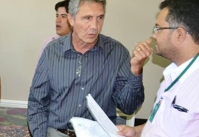 Prefeito Ari Basso com o coordenador de planejamento Marcio Marquetti.<br />Foto: Marcos Tomé/Região News