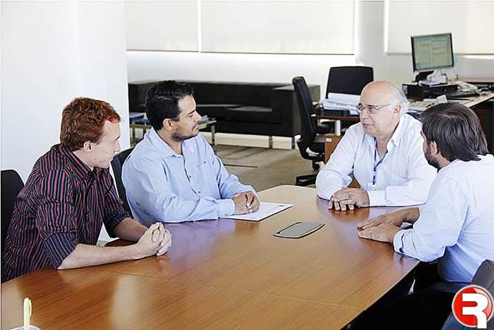 Vereador Edno ribas em reunião com dirigentes da Sanesul