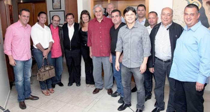 Pré-candidato do PT ao governo do Estado, senador Delcídio do Amaral e vereadores do PSB e PSD que anunciaram apoio a Delcídio
