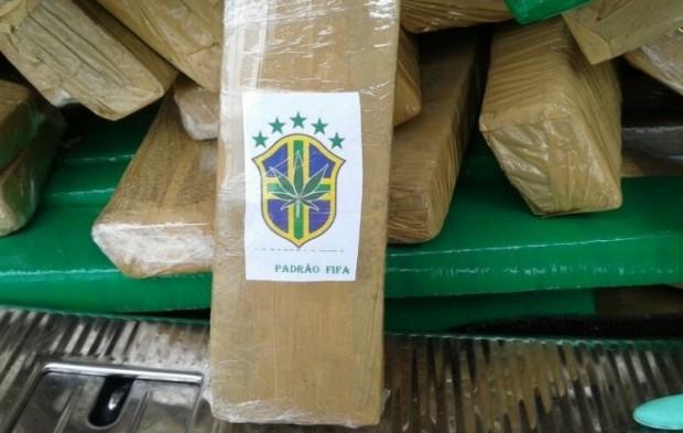 Rótulo da droga faz alusão à Copa do Mundo 2014; fato chamou a tenção dos patrulheiros (Foto: Divulgação/PRF)
