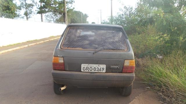 Carro abandonado no Taveirópolis<br />Foto: Karla Machado