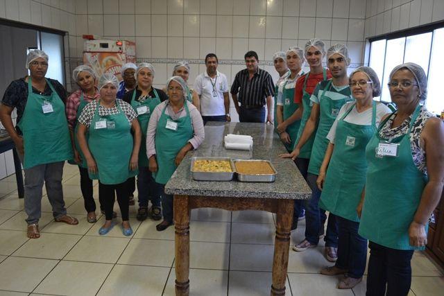 """</p> <p style=""""text-align: justify;"""">Segundo a palestrante Ocalícia Tiago Campos, o curso contou com a presença de 13 participantes entre homens e mulheres. O objetivo do trabalho era preparar receitas saudáveis com ingredientes produzidos na região.</p>"""
