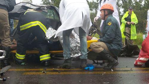 Adão ficou preso às ferragens e foi retirado pelo Corpo de Bombeiros - Foto: Tayná Biazus