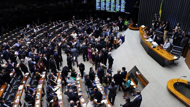 Muitos prefeitos acompanham a reunião da comissão especial, no Plenário<br />Foto: Divulgação