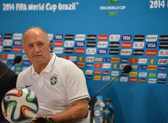 """por 7 a 1. Em entrevista coletiva concedida logo após o jogo, no Estádio Mineirão, o técnico brasileiro assumiu a culpa pelo resultado e disse que houve """"um apagão"""" e um """"branco total"""" na equipe brasileira após o primeiro gol da Alemanha, aos dez minutos"""
