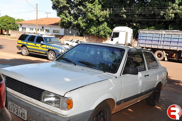 Durante fiscalização de rotina na manhã desta terça feira (1º), foram aprendidos pela Polícia Rodoviária Federal 14 tabletes de cocaína (somados totalizaram 15,1kg). A droga foi encontrada no interior do veículo VW/Voyage placa de Jatai/GO.  O condu