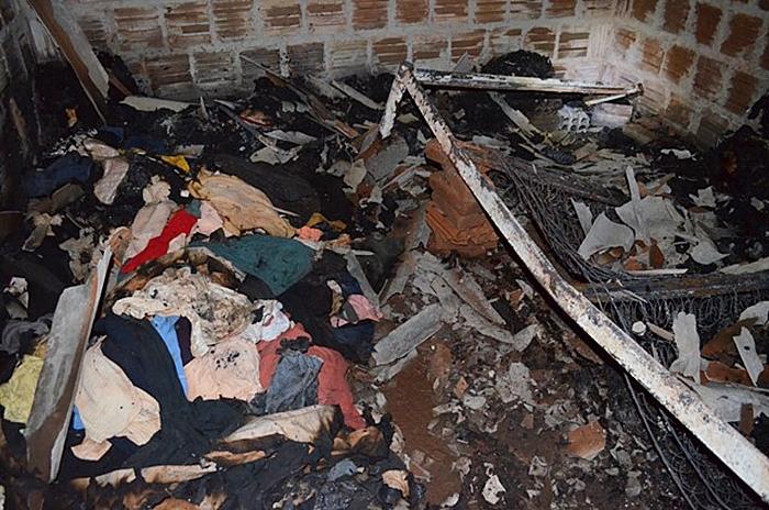 Casa pega fogo e idosa de 75 anos morre carbonizada<br />Foto: Região News/Sidnei Bronka