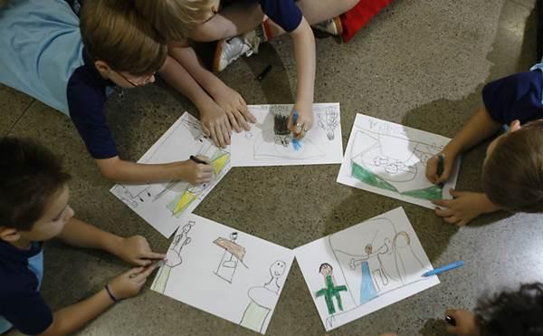 Crianças desenhando<br />Foto: Divulgação