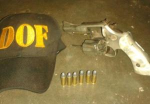Revólver e munições apreendidas com morador em Corumbá<br />Foto: Divulgação