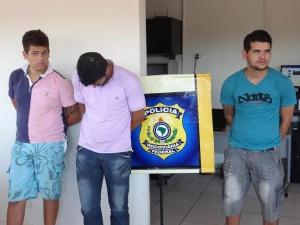 Trio foi preso no interior de veículo na BR-163 com fardos de maconha - Foto: Osvaldo Duarte