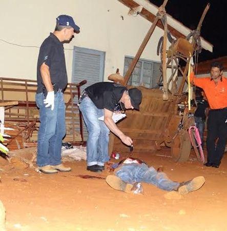 Homem foi assassinado na noite de terça-feira<br />Fotos: Osvaldo Duarte/Dourados News