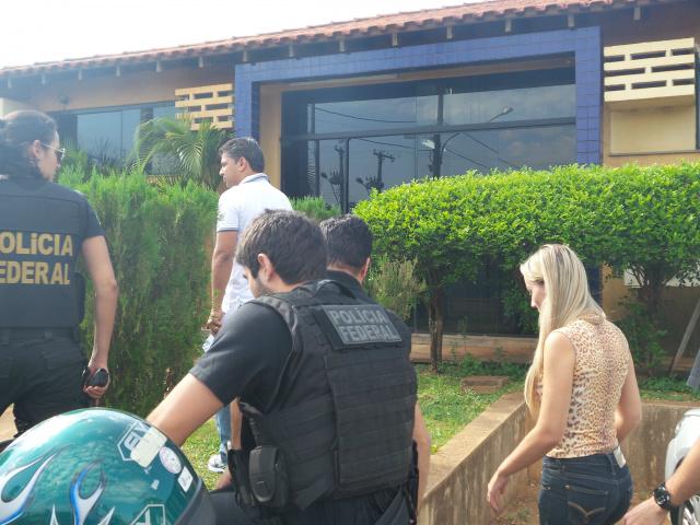 Operação Athenas foi desencadeada pela Polícia Federal no município de Naviraí; Cicinho do PT [branco] e outros quatro legisladores foram presos no dia - Foto: Osvaldo Duarte