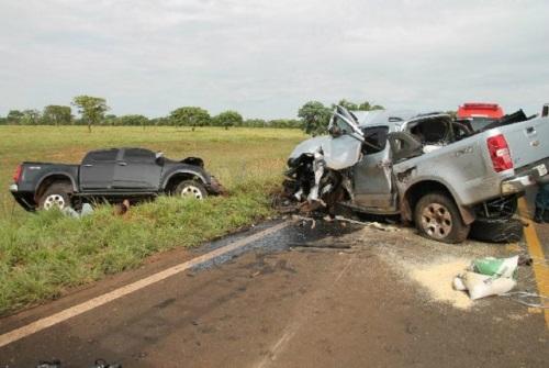 Batida envolveu três carros de passeio e deixou quatro mortos e três feridos<br />Foto: Chapadense News