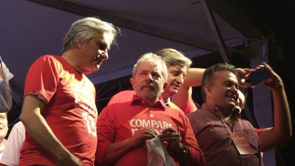 Candidato ao governo do Estado, Delcídio do Amaral (PT) com o ex-presidente Luiz Inácio Lula da Silva<br />Foto: Heloísa Lazarini