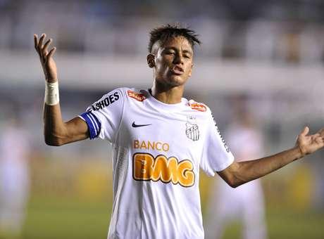 Neymar estava visivelmente mais magro quando jogava no Brasil<br />Foto: Helio Suenaga / Getty Images