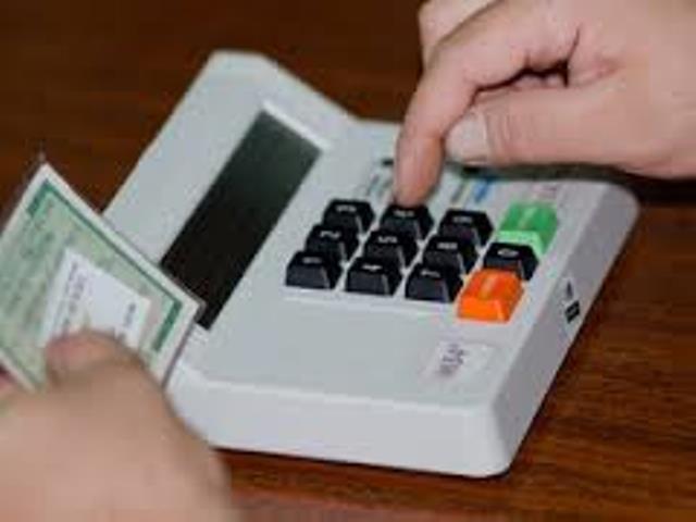 Os presidentes das seções eleitorais recebem as urnas, cabines, cadernos de votação, entre outros tipos de materiais<br />Foto; Reprodução