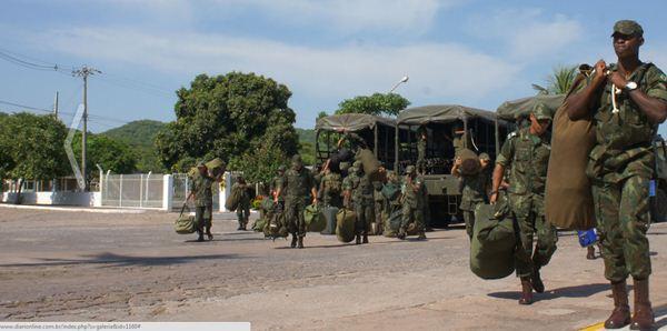 Fuzileiros de Ladário embarcaram ontem para operação no Rio de Janeiro<br />Foto: Diário Corumbaense