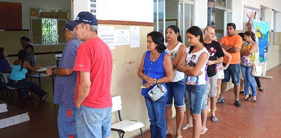Eleitores que votaram logo pela manhã não enfrentaram longas filas<br />Foto: Diário Corumbaense