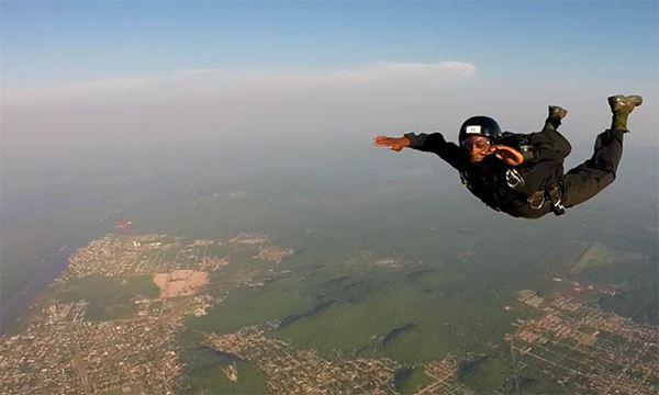 """Curso é realizado em Corumbá porque cidade tem """"condições ideais"""" para os saltos<br />Foto: Diário Corumbaense"""