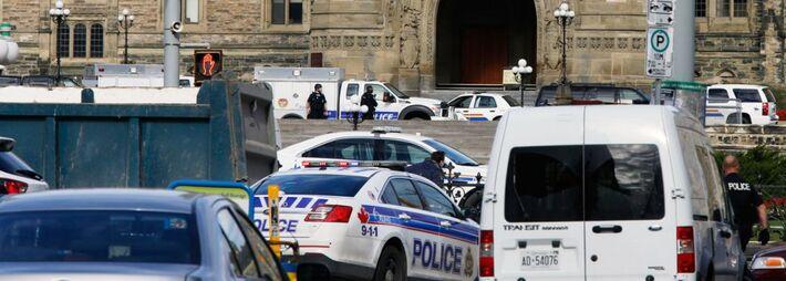 """</div> <div style=""""text-align: justify;"""">As defesas aéreas americana e canadense foram colocadas em estado de alerta, de forma a responder rapidamente a qualquer incidente aéreo que possa estar relacionado com o tiroteio de hoje (22) na sede do Parlament"""