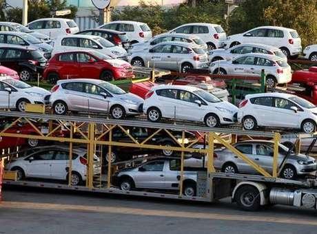 A produção de veículos do Brasil no terceiro trimestre foi de 818,1 mil unidades, alta de 5,6% sobre o trimestre anterior, mas queda de 16,8% ante igual etapa de 2013<br />Foto: Paulo Whitaker / Reuters