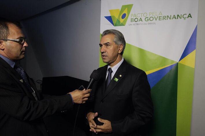 Governador eleito, Reinaldo Azambuja (PSDB) concedendo entrevista no evento em Brasília<br />Foto: Reprodução/Facebook