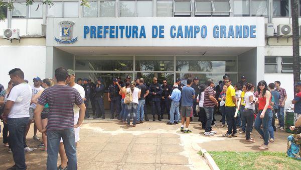 Cem guardas municipais fazem a segurança da prefeitura<br />Foto: Tayná Biazus