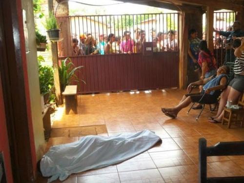 Jovem morreu na varanda de residência após ser baleado na rua<br />Foto: Cido Costa