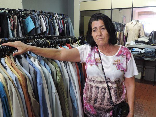 Ivani Simões Vieira,59, vendedora na loja Tati Roupas Usadas<br />Foto: Tayná Biazus