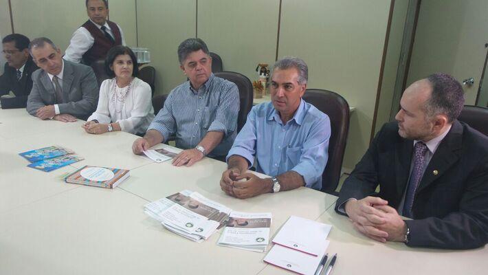 Governador eleito, Reinaldo Azambuja (PSDB) reunido com defensores públicos<br />Foto: Dany Nascimento