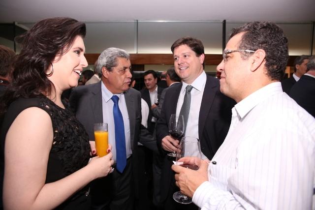 A senadora eleita Simone Tebet e o governador André Puccinelli também estiveram presentes no jartar de confraternização do partido<br />Foto: Assessoria