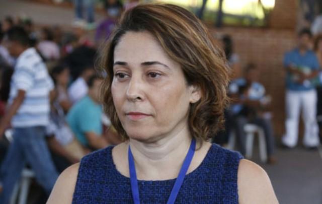 Marta Martinez, diretor-presidente da EMHA, falou que moradores para serem contemplados devem estar inscritos em cadastro da agência<br />Foto: Reprodução