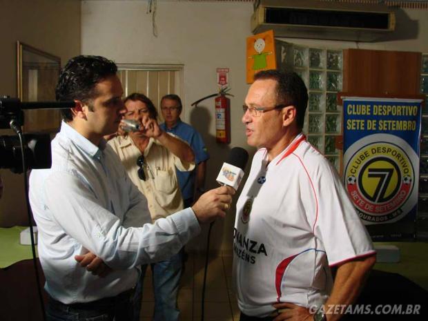 Elói foi o técnico do Sete de Dourados no Estadual de 2011<br />Foto: Gazeta MS/Arquivo
