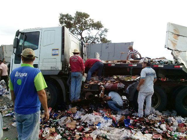 Acidente causou interdição da ´pista por mais de duas horas<br />Foto: Internauta TL Notícias