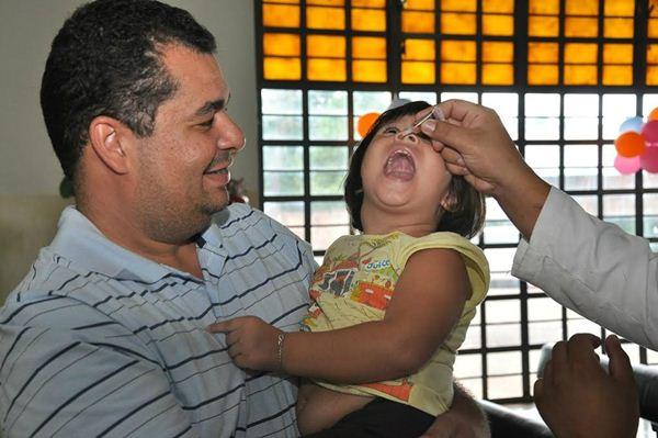 """Vacinação contra a poliomielite e sarampo atingiu milhares em Dourados no Dia """"D""""<br />Foto: Dourados Agora"""
