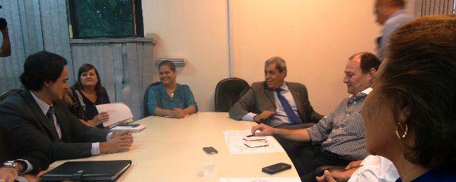 Governador André Puccinelli (PMDB) durante reunião com equipe de transição e membros da secretaria de saúde<br />Foto: Dany Nascimento