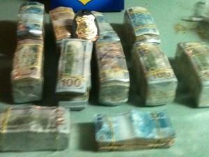 Pagamento da droga era feito em dólares ou reais<br />Foto: Polícia Federal/Divulgação