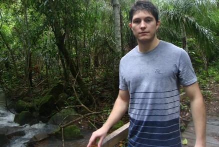 Eric Severo tinha 21 anos e foi executado por 2 ladrões, que queriam a caminhonete S10 do pai do estudante<br />Foto: Reprodução