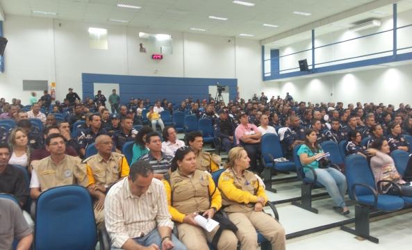 Muitos Guardas Municipais compareceram à câmara hoje para acompanhar a votação do projeto<br />Foto: Tayná Biazus