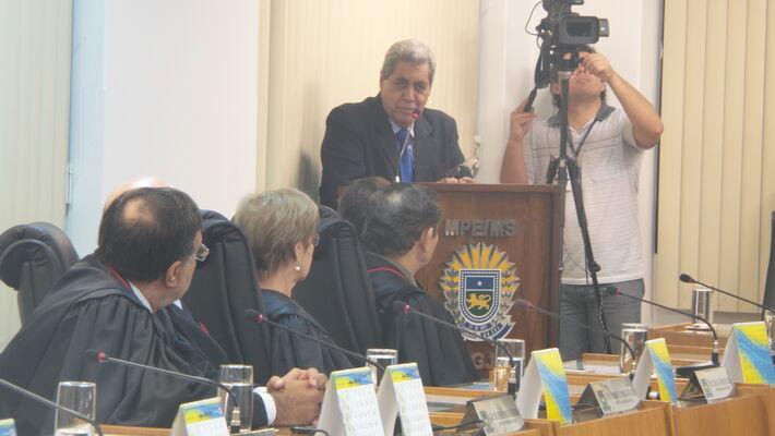 Governador André Puccinelli (PMDB) em discurso no TCE<br />Foto: Karla Machado