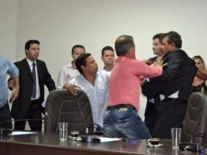 Confusão após votada Mesa Diretora da Câmara local<br />Foto: Tudo do MS