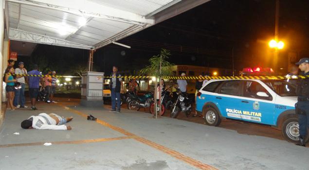 Homem de 27 anos morreu atingido por três tiros de revólver calibre 38 Foto:Dourados News/Osvaldo Duarte