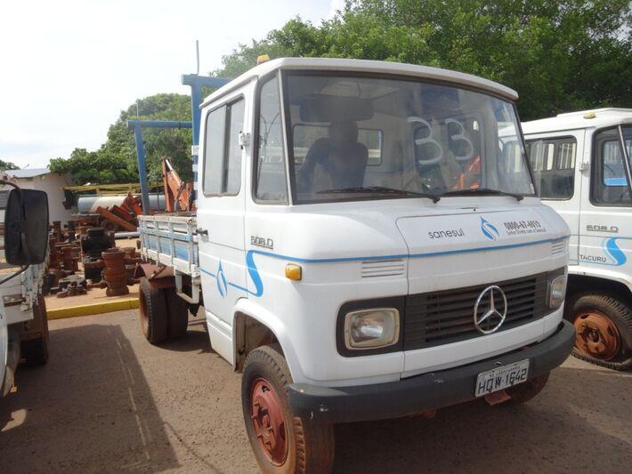 Caminhão Mercedes Bens 83/84 com valor inicial fixado em R$ 8.000,00.